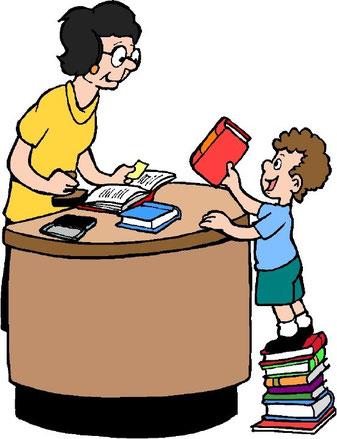 Открытки. Международный день школьных библиотек. В библиотеке