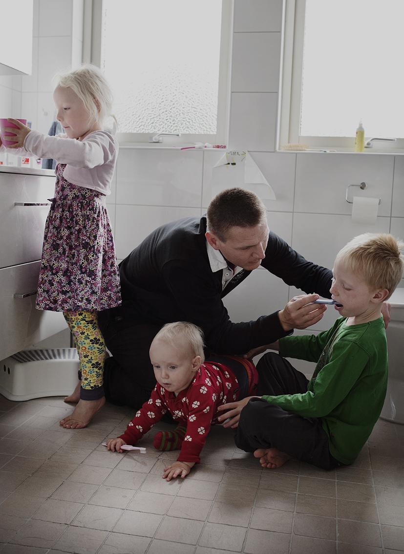 Йохан Экенгард, 38 лет. Они с женой всегда делят отпуск по уходу за детьми поровну.