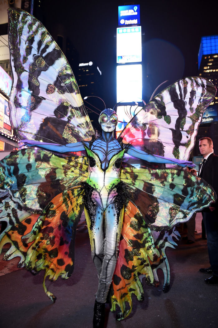 2014 год: бабочка    Модель появилась в образе гигантской бабочки, открыв очере