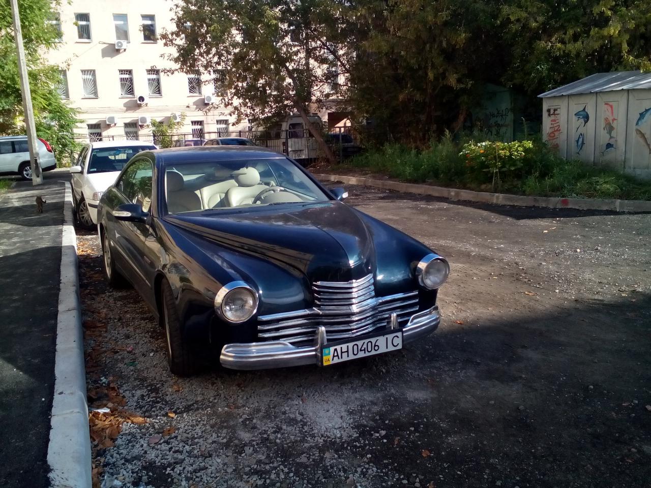 За основу этого гибрида было взято купе Mercedes-Benz CLK. Также, Мерседес поделился и кожаным салон