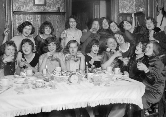 лэпперы — прозвище молодых эмансипированных девушек 1920-х годов. В противовес викторианским и