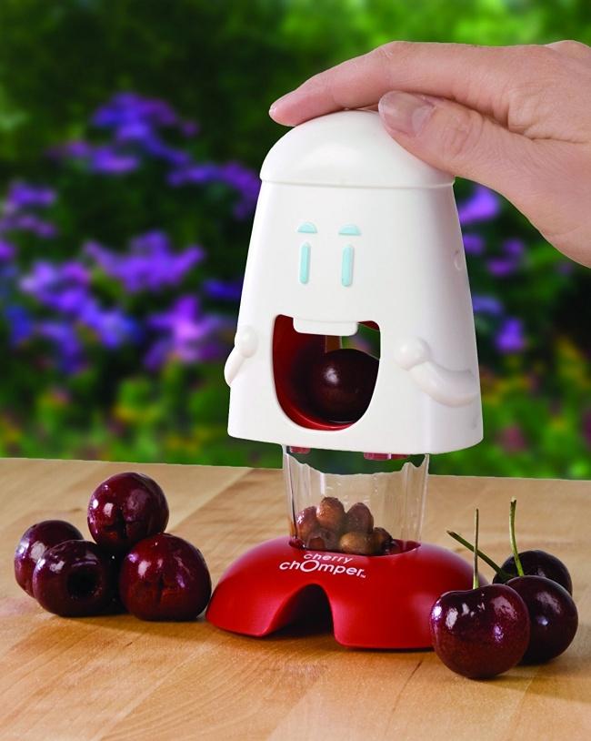 © amazon     Этот забавный прибор позволяет вдва счета удалить косточки извишни.