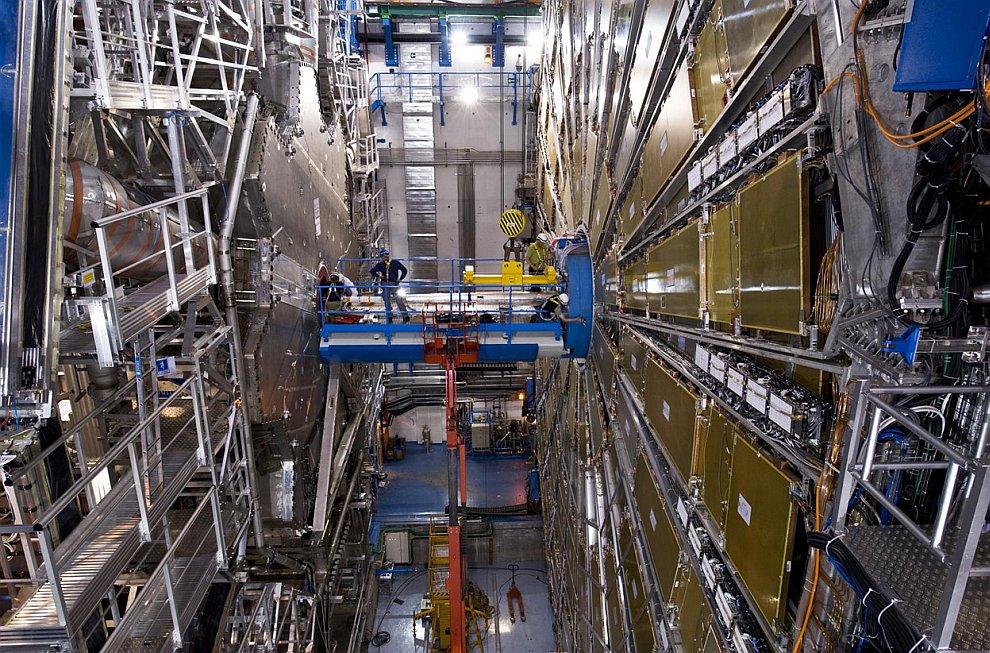 27-километровый подземный тоннель содержит две трубы, которые идут параллельно и пересекаются лишь в