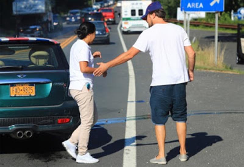 Иммигрантка разбила машину ДиКаприо! (2 фото)