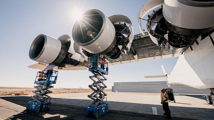 Stratolaunch — самолет для запуска ракет (16 фото)