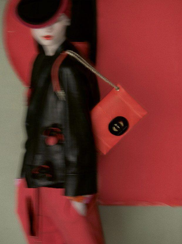 Discover Giorgio Armani's SS18 menswear campaign featuring supermodel Simon Nessman, on our MALEMODE