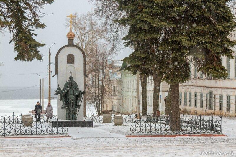 Памятник святому Макарию Калязинскому, Калязин
