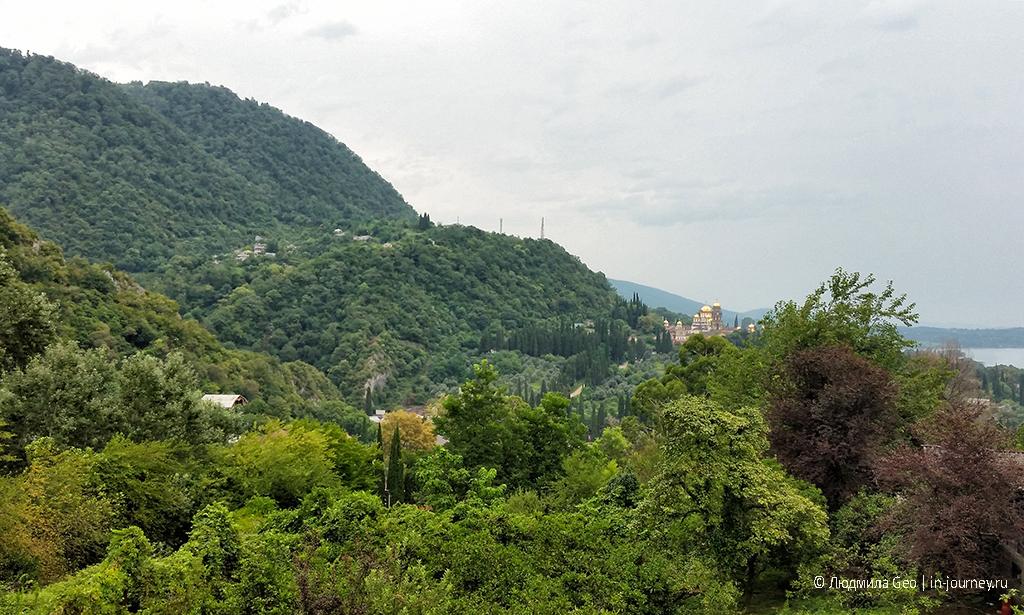 Новый Афон Абхазия вид на горы и монастырь