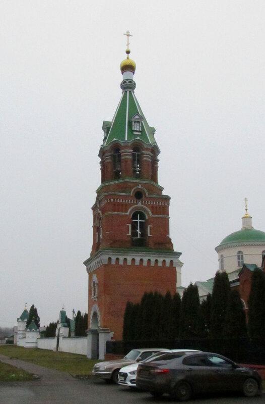 Каменная надвратная колокольня