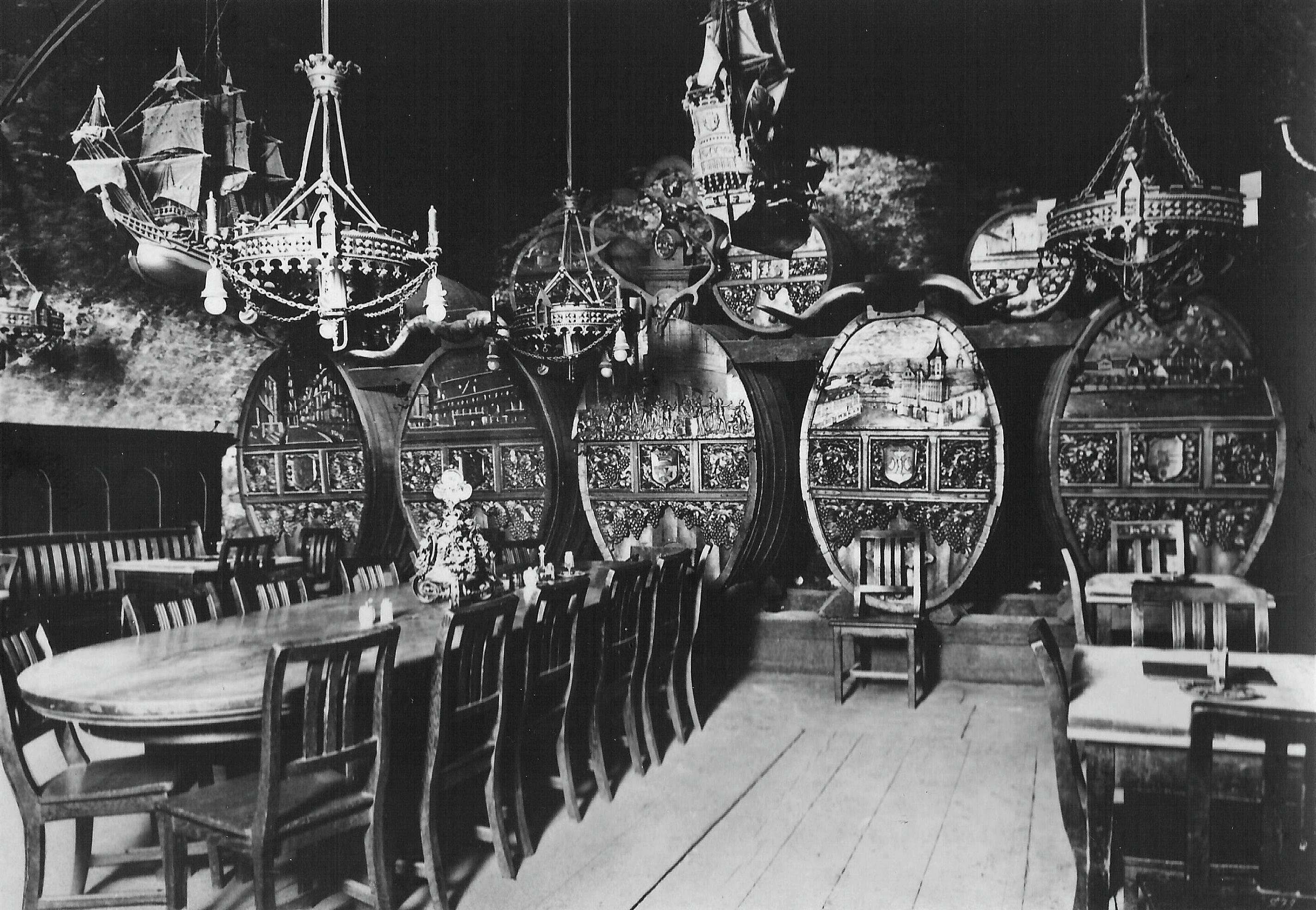 Ресторан Blutgericht в подвале замка Кенигсберг. 1920-е