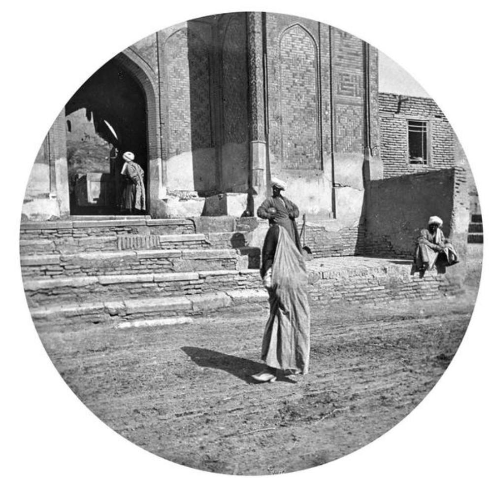 Шахи Зинда. У входа в некрополь