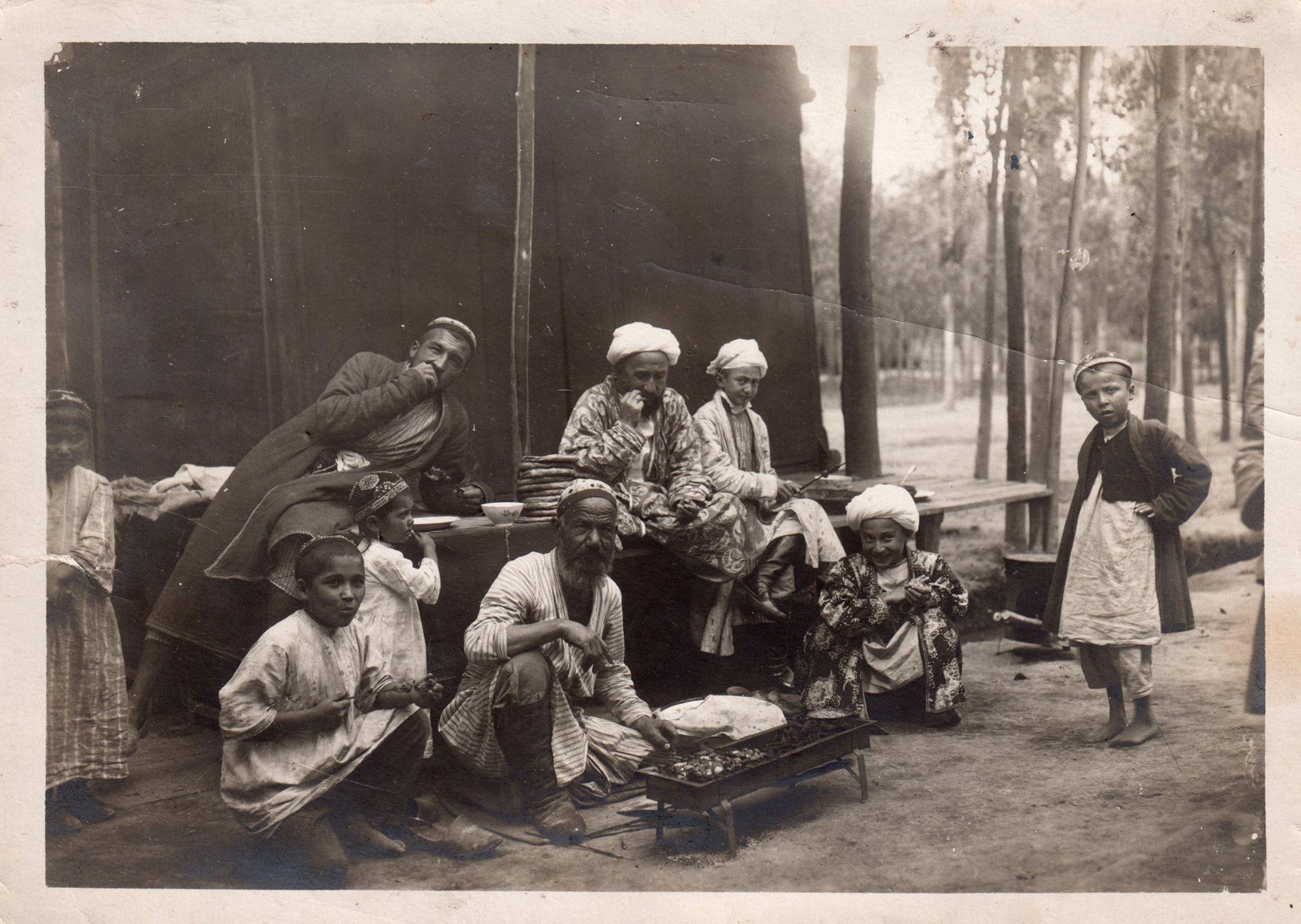 Приготовление шашлыка в чайхане