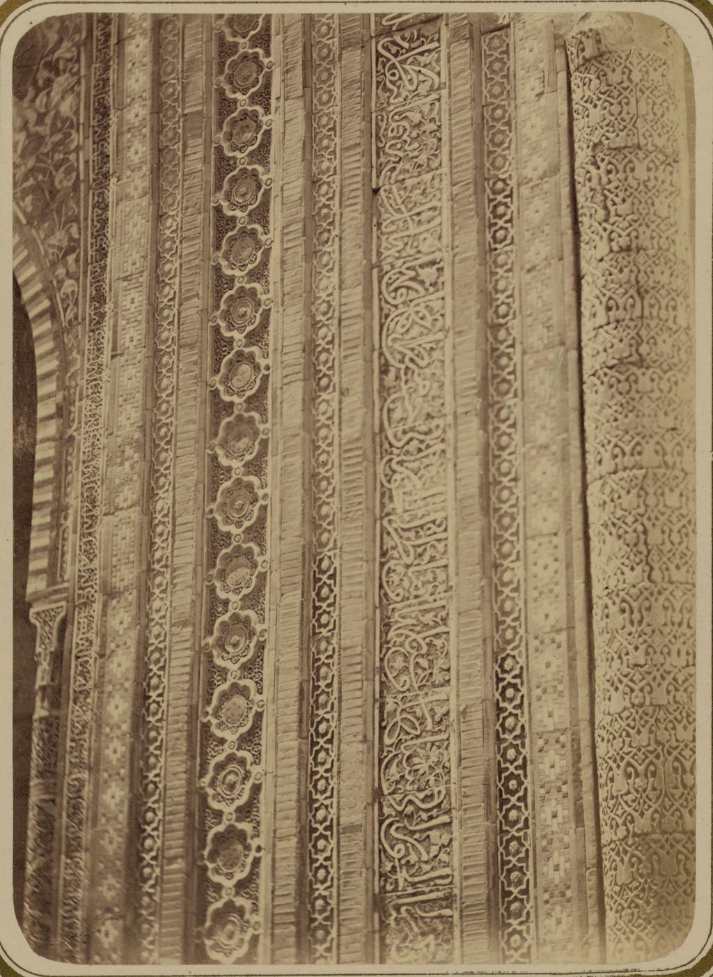 Мавзолей эмира Кутулука Турди Бека Ака. Надпись на правой стороне фасада (верх)