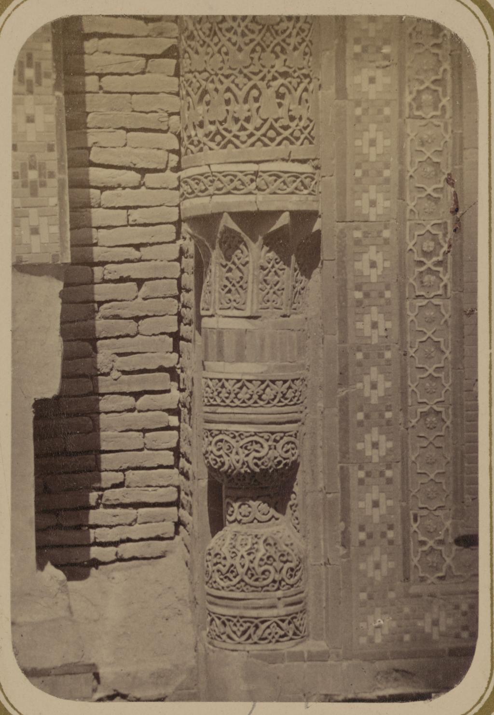 Мавзолей эмира Кутулука Турди Бека Ака. Основание колонны