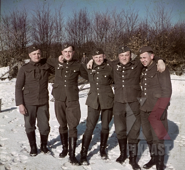 stock-photo-german-flak-luftwaffe-infantry-in-norway-winter-1941-7829.jpg