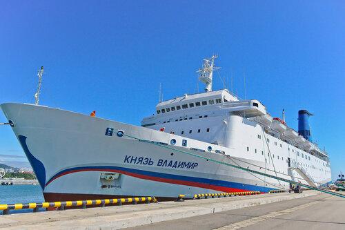Из-за шторма лайнер «Князь Владимир» незайдет впорт Ялты