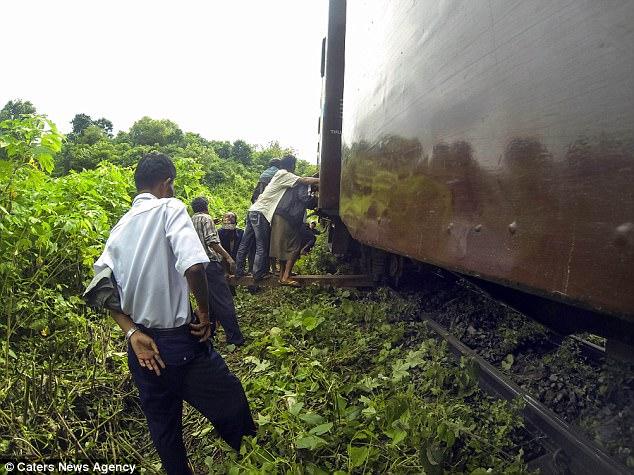 Еще один случай, опасный для жизни, произошел с Джеком в Мьянме. Поезд, на котором ехал Пейдж, сошел