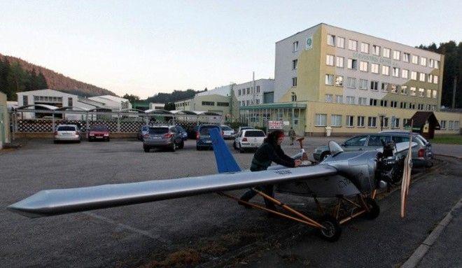 Раньше чех тратил на дорогу на работу 14 минут, это ему казалось очень долго, поэтому и самолет смас