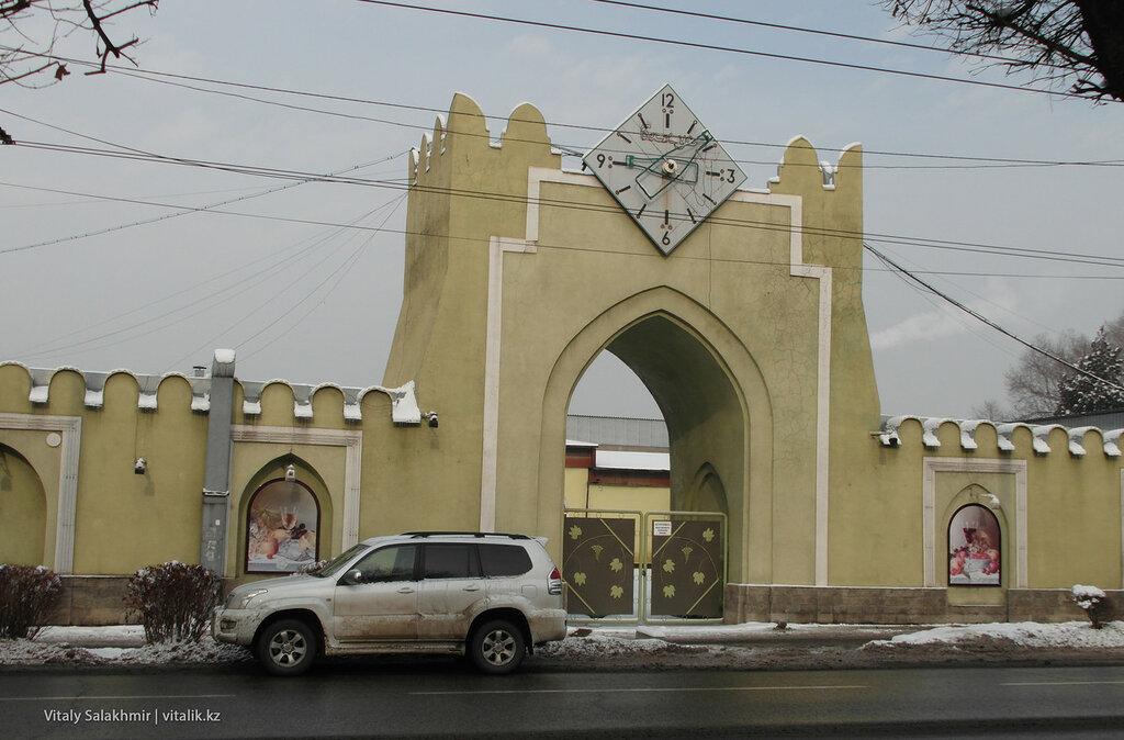 Ворота завода Бахус в Алматы.