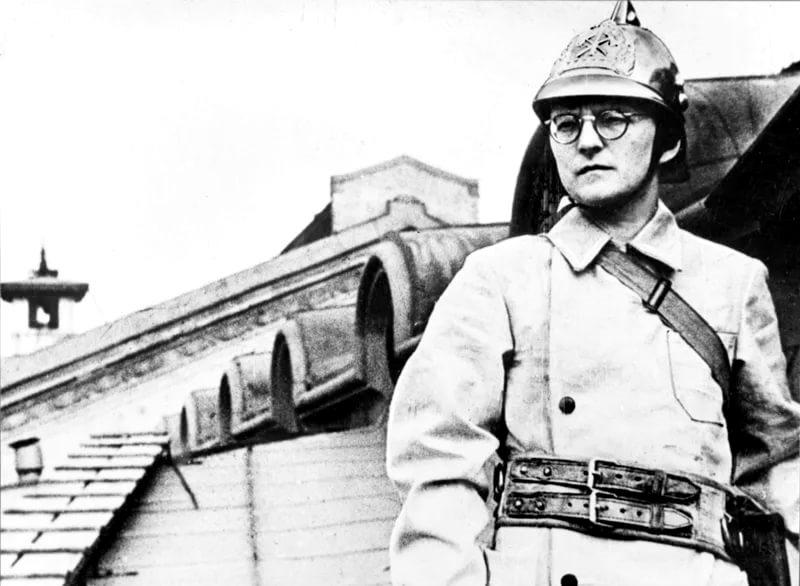 Фото 6 - Д. Шостакович на учениях.jpg