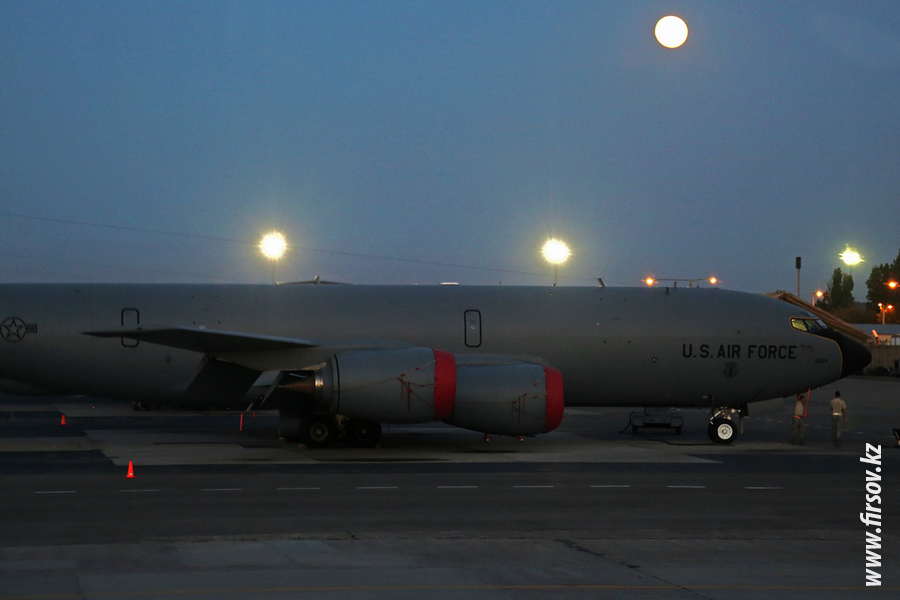 KC-135R_Stratotanker_80084_US_AIR_FORCE_1_FRA.JPG