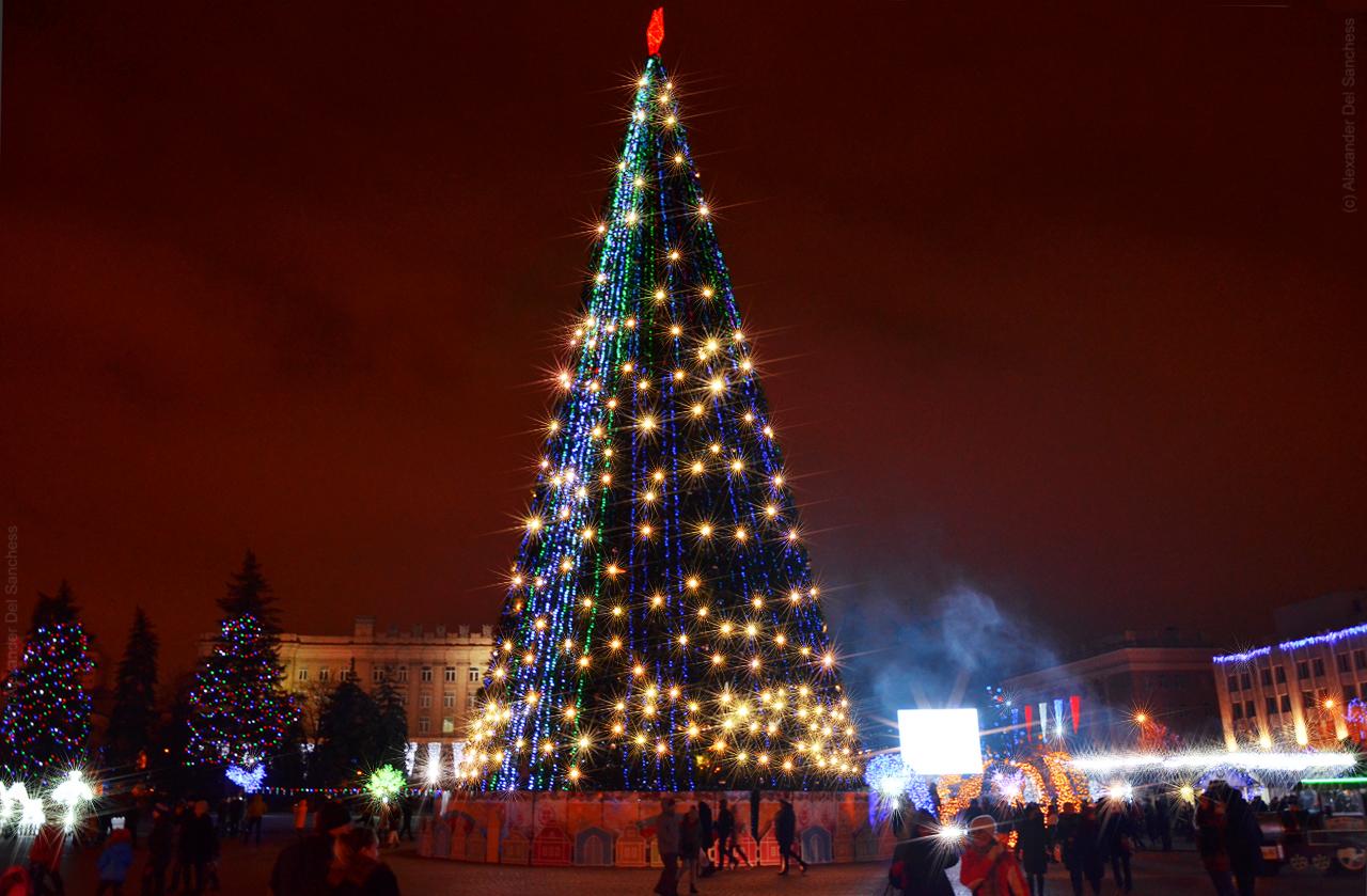 Новогодняя ёлка в Белгороде 2018 Фото Del Sanchess.jpg