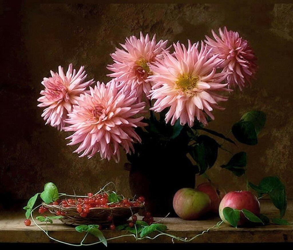 Джузеппе Муцио. Георгины, яблоки и красная смородина.