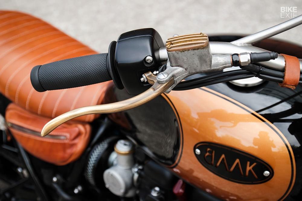 BAAK Motocyclettes: боббер Triumph Bonneville T120 Black