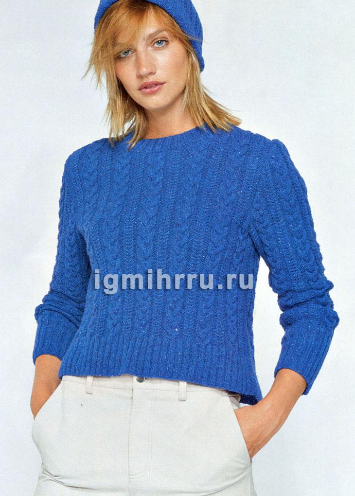 Ярко-синий пуловер с косами. Вязание спицами