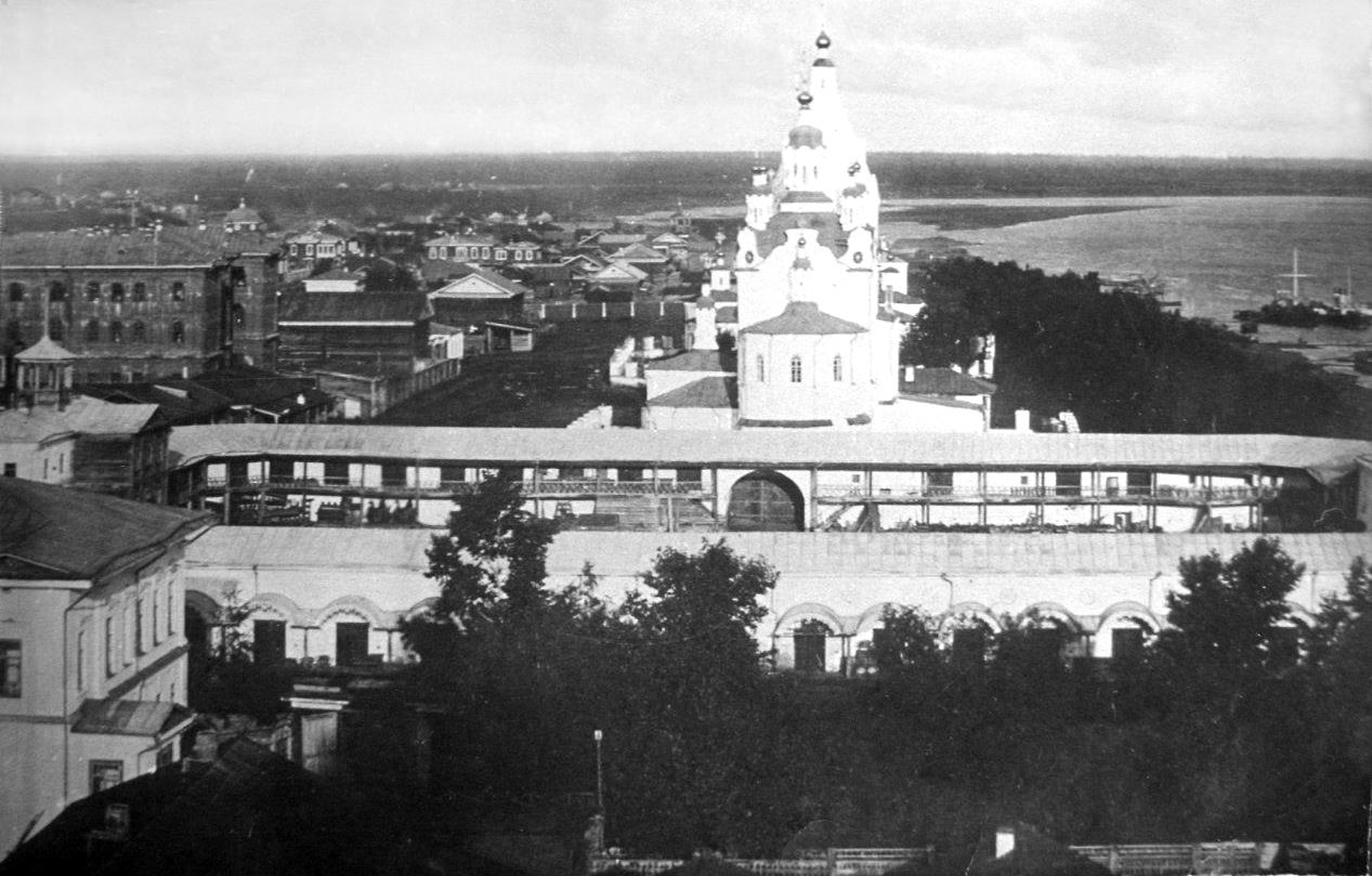 Вид на Преображенскую церковь