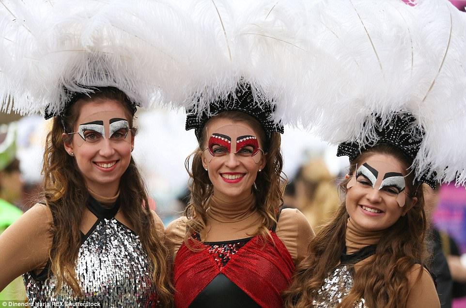 Упавшая лошадь остановила ежегодный новогодний парад в Лондоне