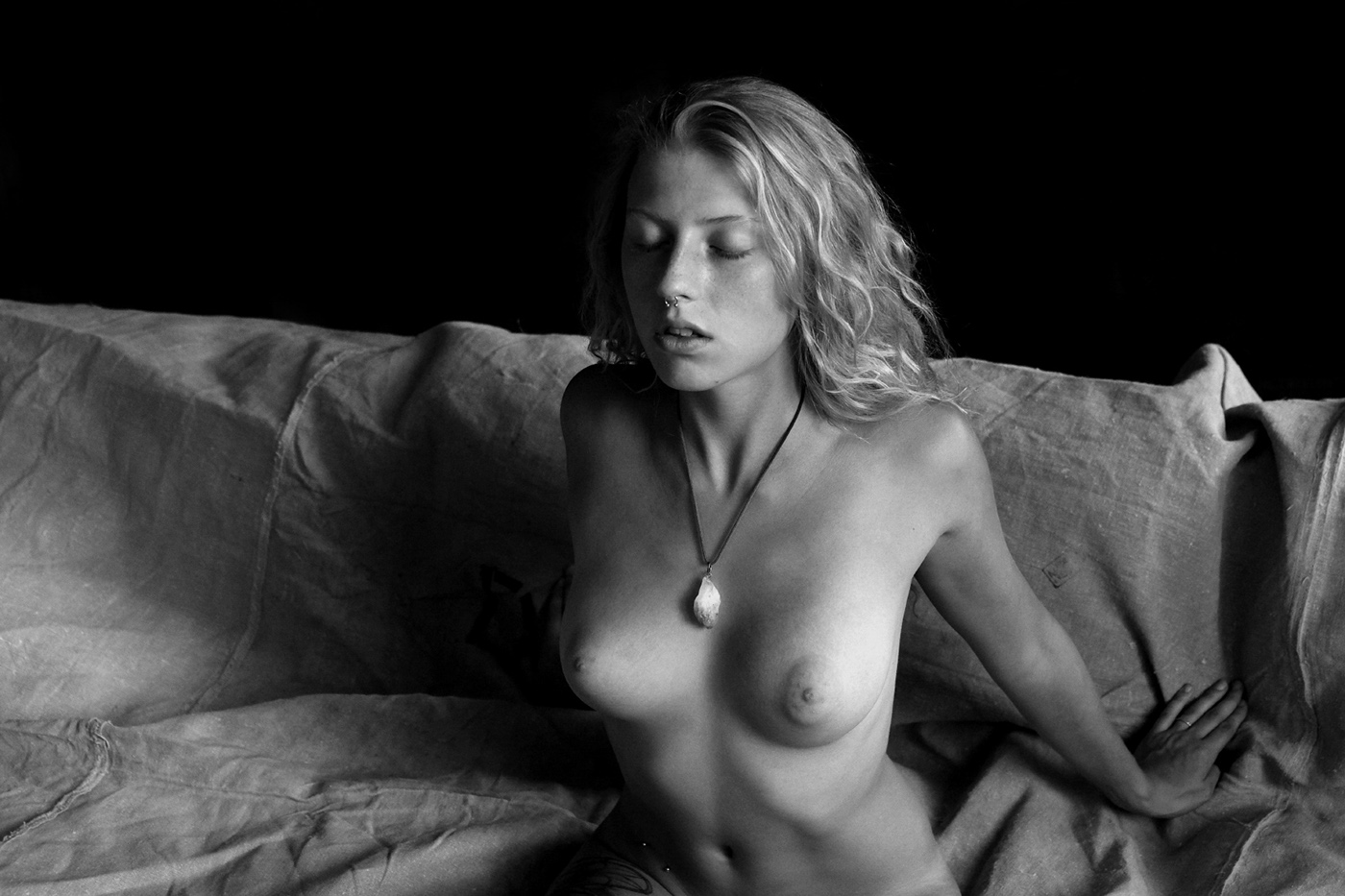 Nastasia для издания P-Magazine / фото Adolfo Valente