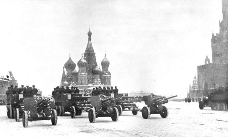Москва. Парад 1941 г. Пушки