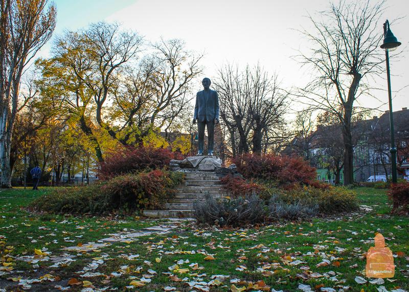 Памятник архитектору Карою Кошу