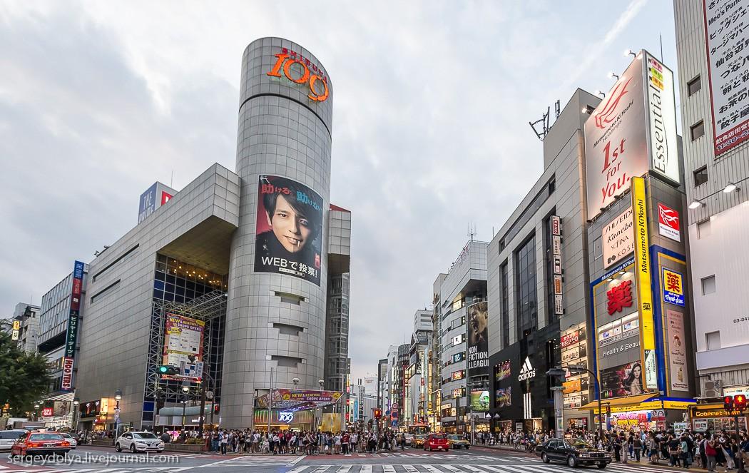 34. «Сибуя 109» — самый крутой модный магазин с бутиками японских модельеров.