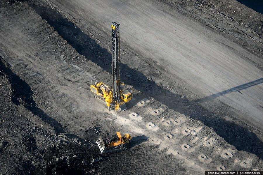 Бачатский угольный разрез . Один из крупнейших разрезов «Кузбассразрезугля» введен в эксплуатацию в