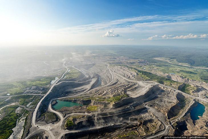 Крупнейшей компанией на Кузбассе, специализирующейся на добыче угля открытым способом является