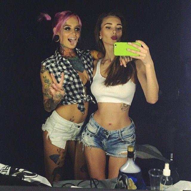 Красавицы в шортах