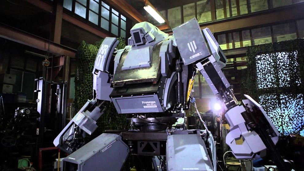3. 4-метровый японский робот-гигант Kuratas умеет передвигаться со скоростью до 10 километров в