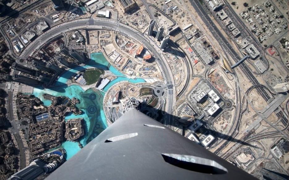 5. Высота этого небоскреба — 822 м. Это почти в два раза больше, чем Эмпайр-стейт-билдинг. Если хват