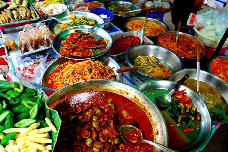 9. Попробуйте местные блюда Не стоит лететь через полмира, чтобы в той далекой экзотической стране е