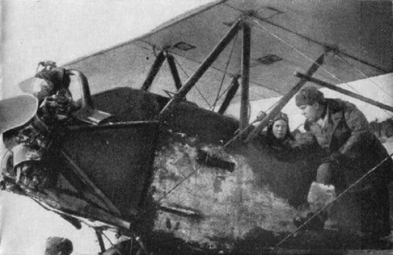 Аркадий Каманин: пионер в самолете (1 фото)