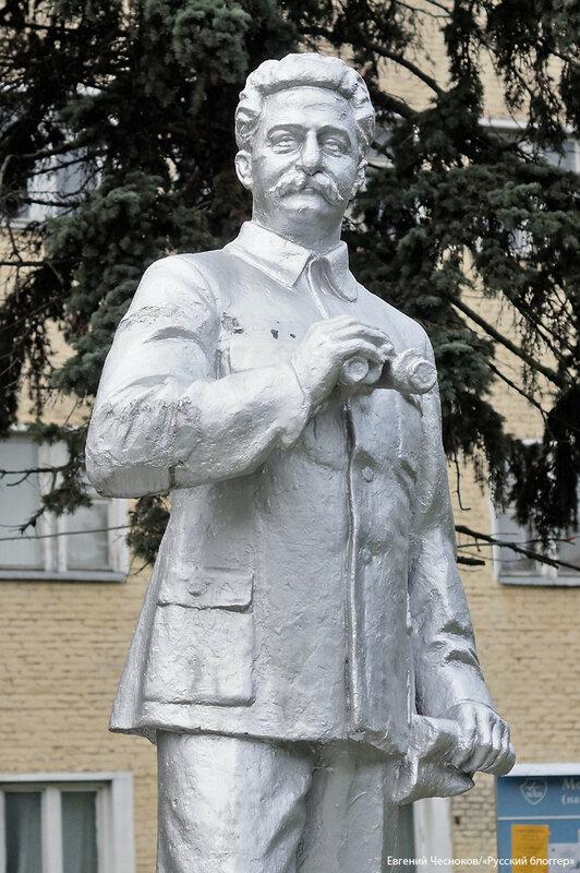МАИ. памятник Орджоникидзе. 07.10.17.04..jpg