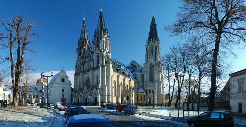 Dóm_Svatého_Václava,_OlomoucSaint Wenceslas Cathedral.jpg