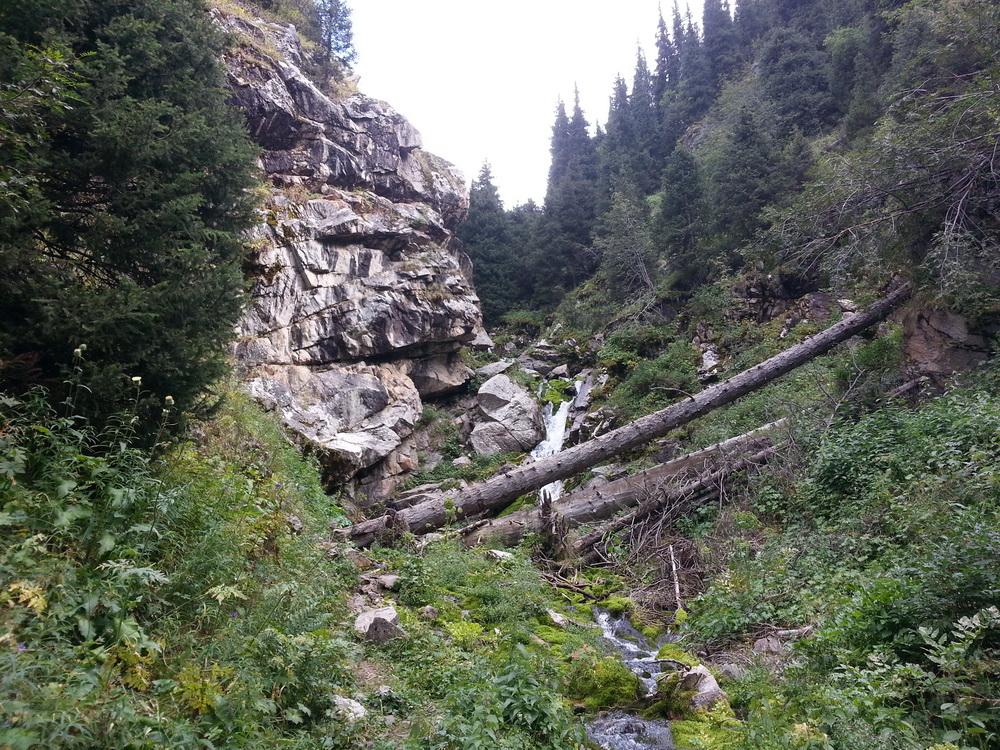 Малый водопад Горельника.jpg