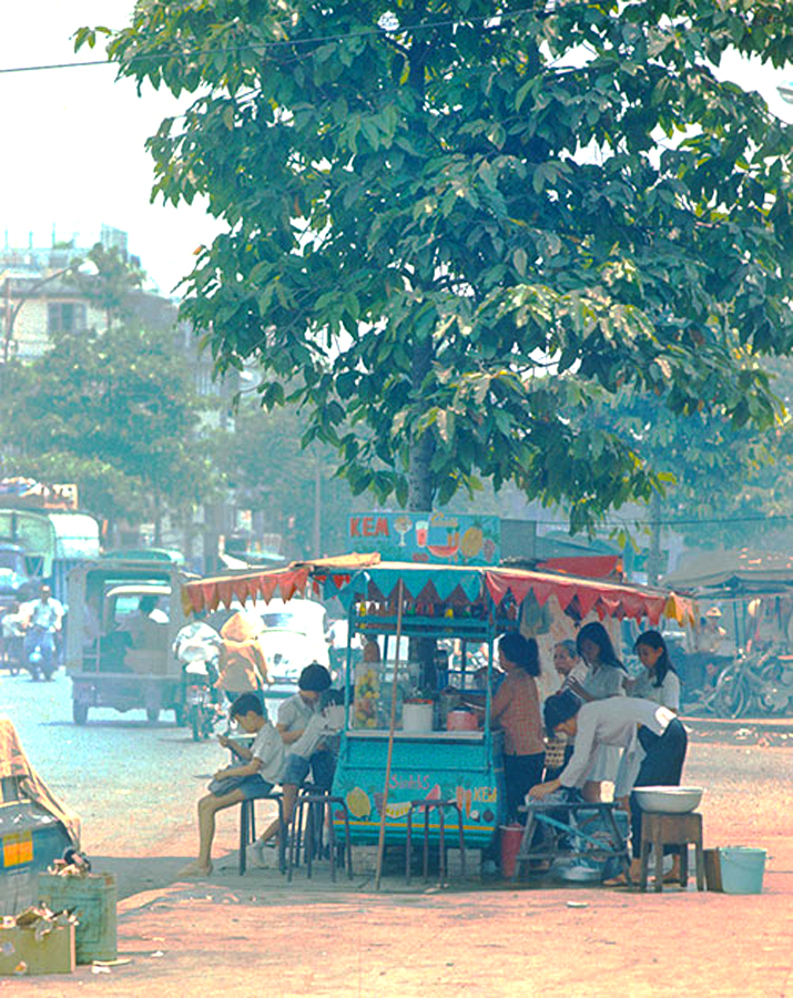 07. Уличная торговля в центре Сайгона