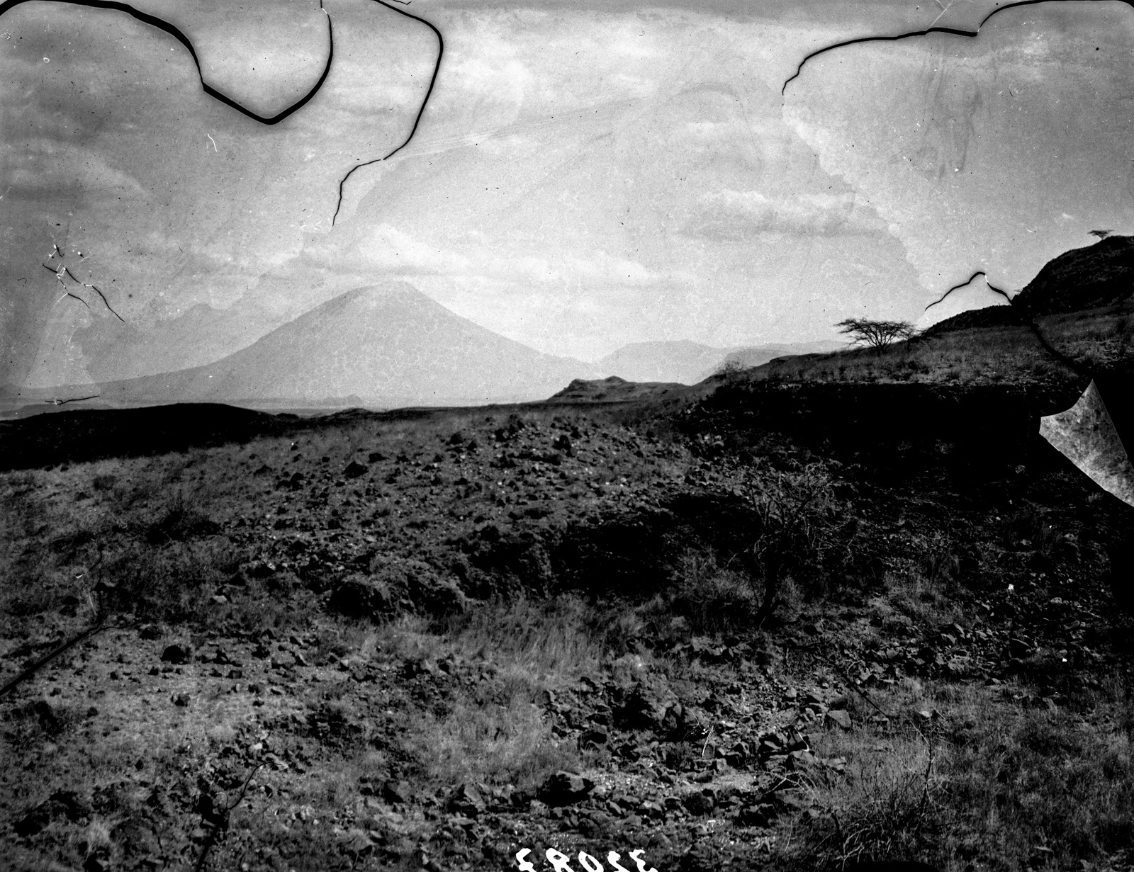 25. Стратовулкан Ол-Доиньо-Ленгаи с севера