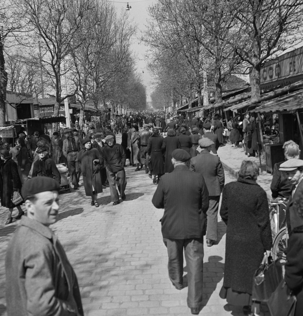 03. Толпа на блошином рынке