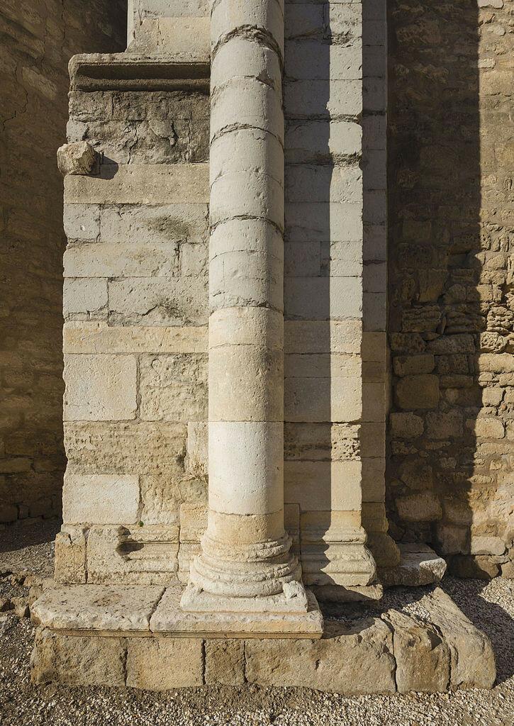 Abbatiale_Saint-Gilles_04.jpg