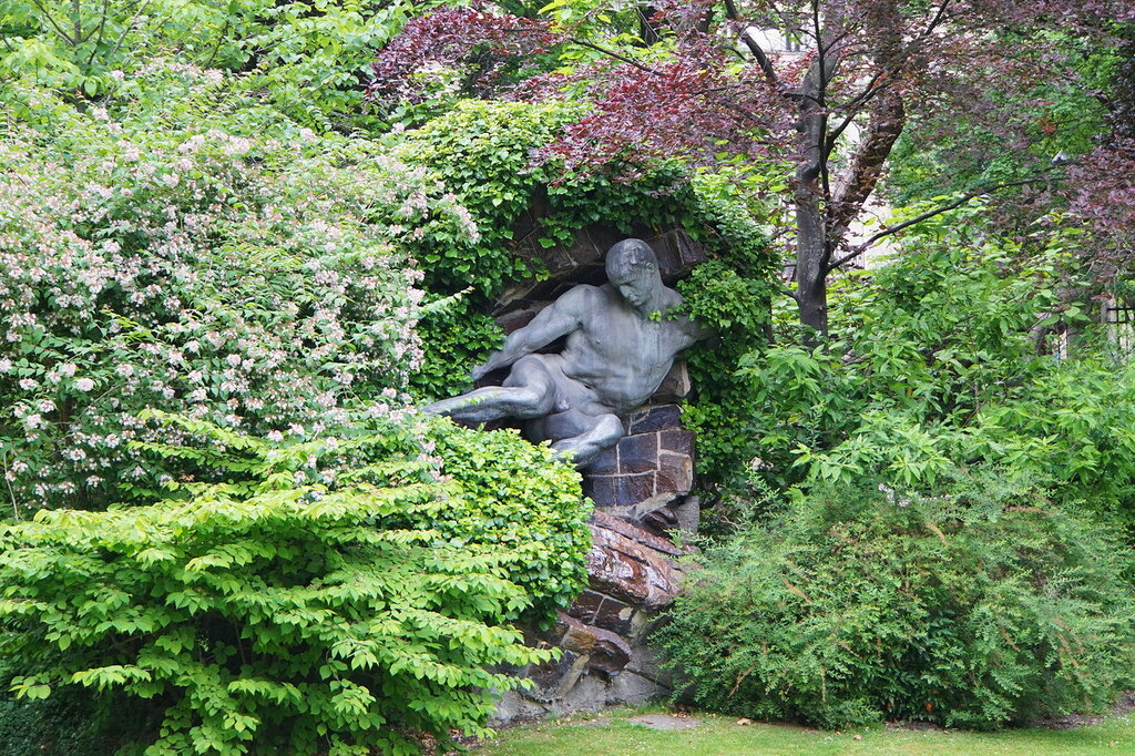 Статуи Люксембургского сада. Геракл